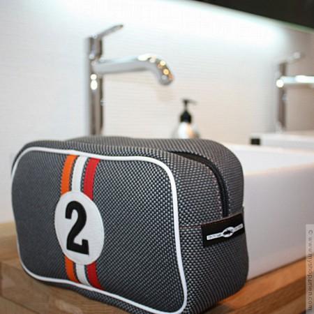 3c6a8acd4e11 Car racer toiletries for man. Press · Entre 2 Rétros